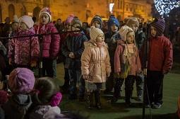 Karácsonyi fényben a Gábor Áron tér
