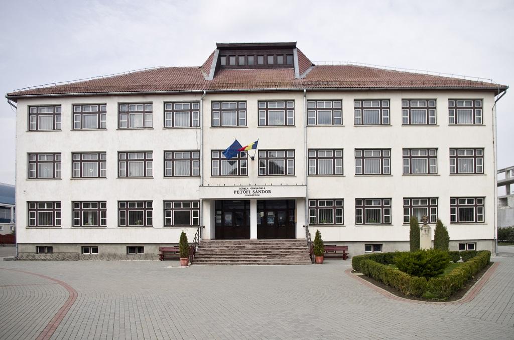 Pedtofi Sandor iskola_TL