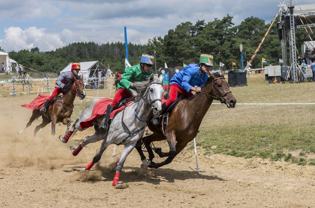 Öt lovas képviseli Kézdivásárhelyt a Székely Vágtán