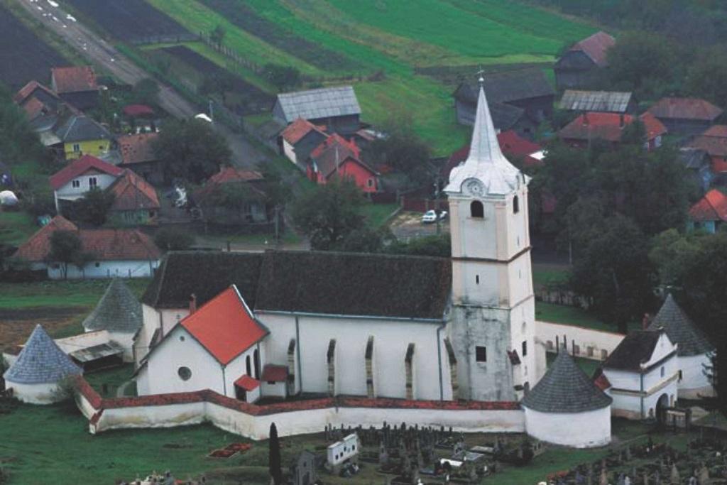 biserica_fortificata_din_sanzieni