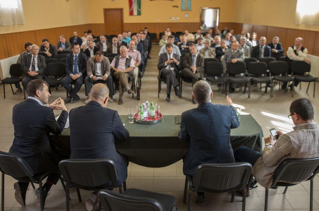 Au semnat la Cozmeni contracte de dezvoltare a localităților