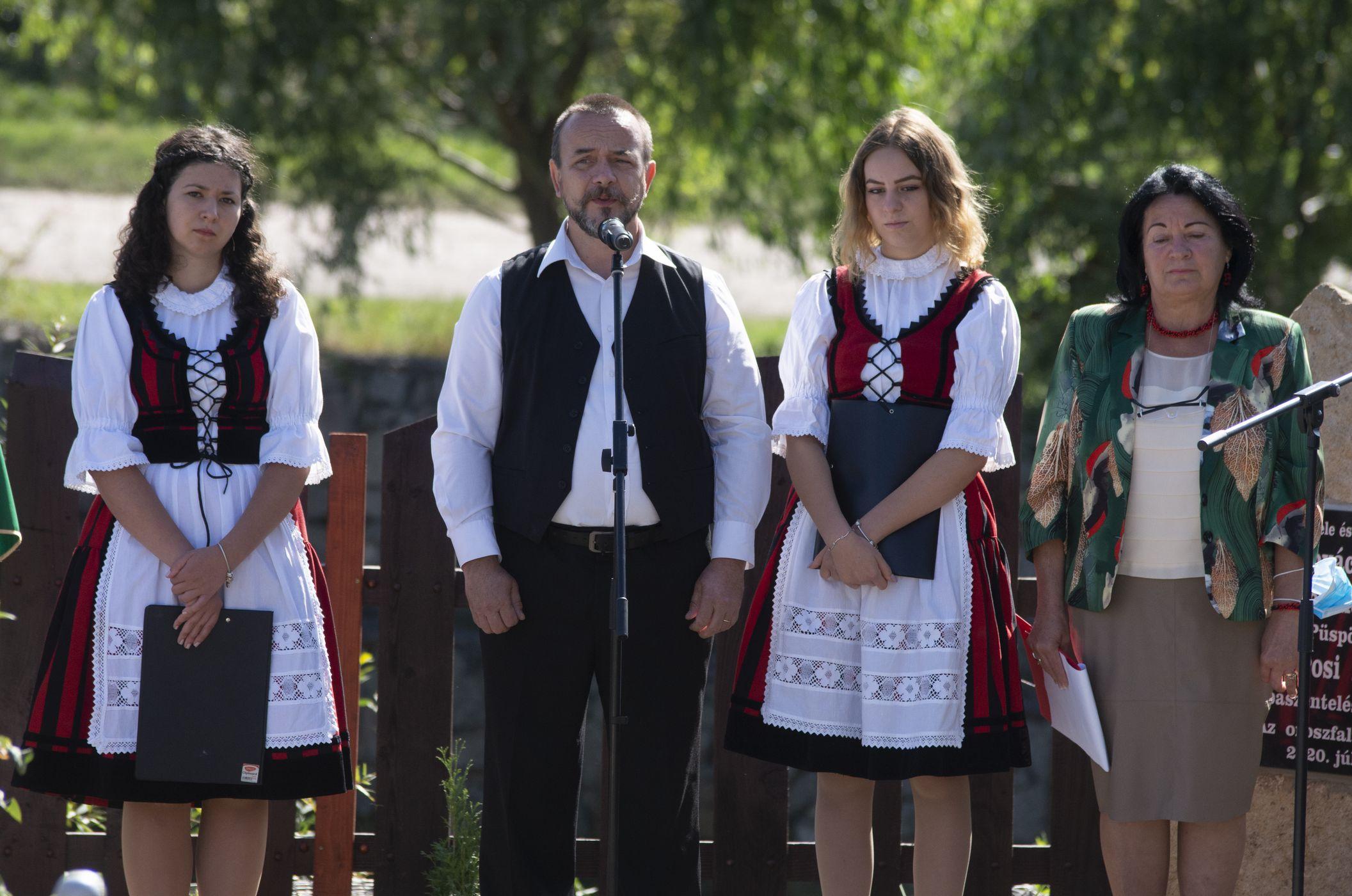 Egyházi méltóságoknak állítottak emléktáblát Oroszfaluban